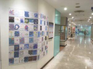 ザ・スクエア 聖蹟桜ヶ丘駅前ショッピングセンター1階 ポスター展示風景-1